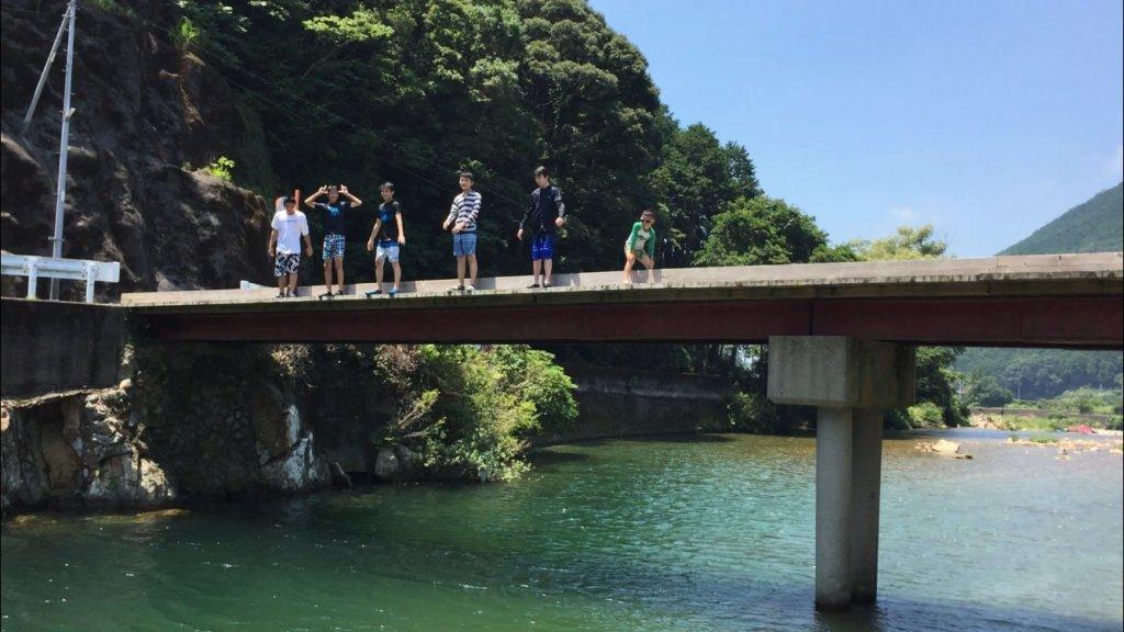 周参見川,川遊び,ダイブ,飛び込み