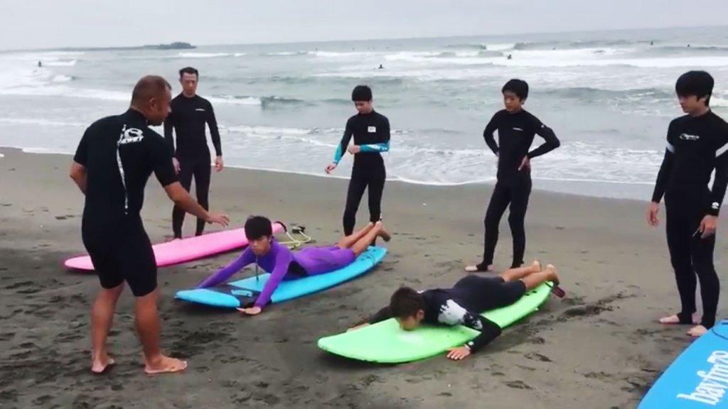 サーフィン体験レッスン,CHP,千葉一宮町,サーフボードに乗る位置